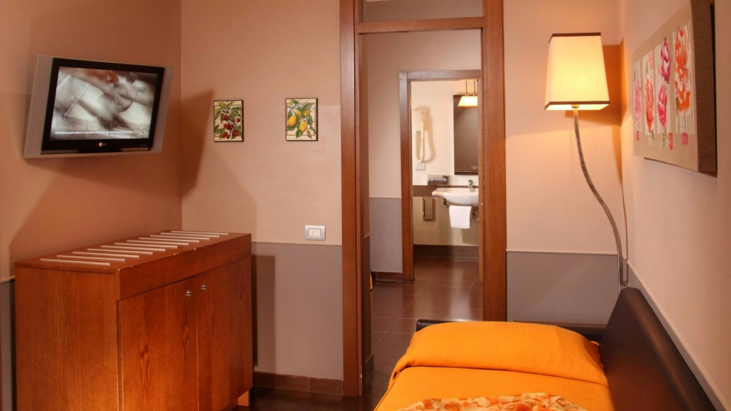relais-condotti-palace-rome-rooms-11