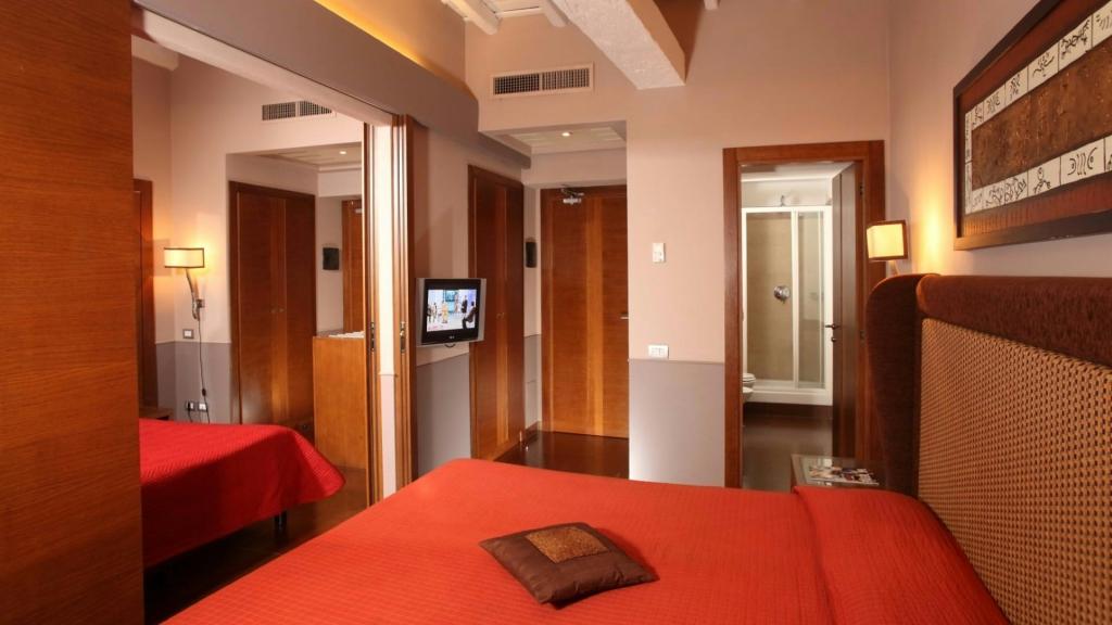 relais-condotti-palace-rome-rooms-7